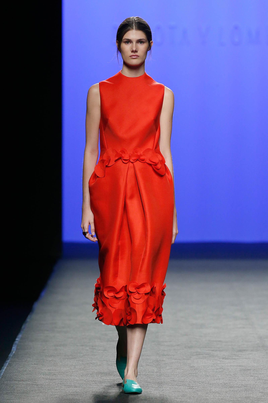 el-blog-de-silvia-rodriguez-Streetstyle-Blogger-MBFWMadrid-devota-y-lomba-pantalon-rayas-rojas-blog-de-moda-Influencer-Devota