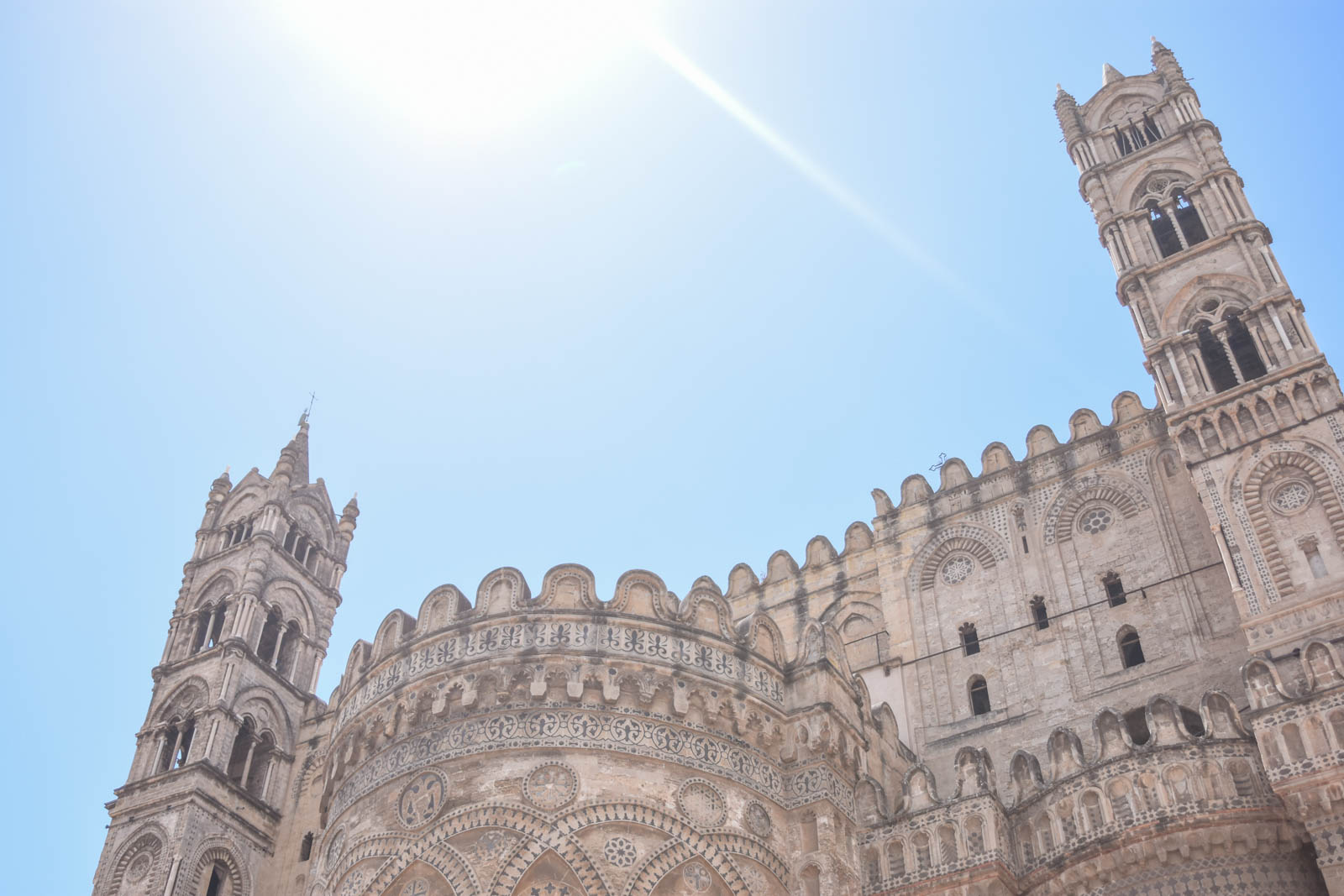 el-blog-de-silvia-rodriguez-lifestyle-travel-blogger-verano-vacaciones-en-palermo-sicilia-sicily-holidays-white-summer-dres