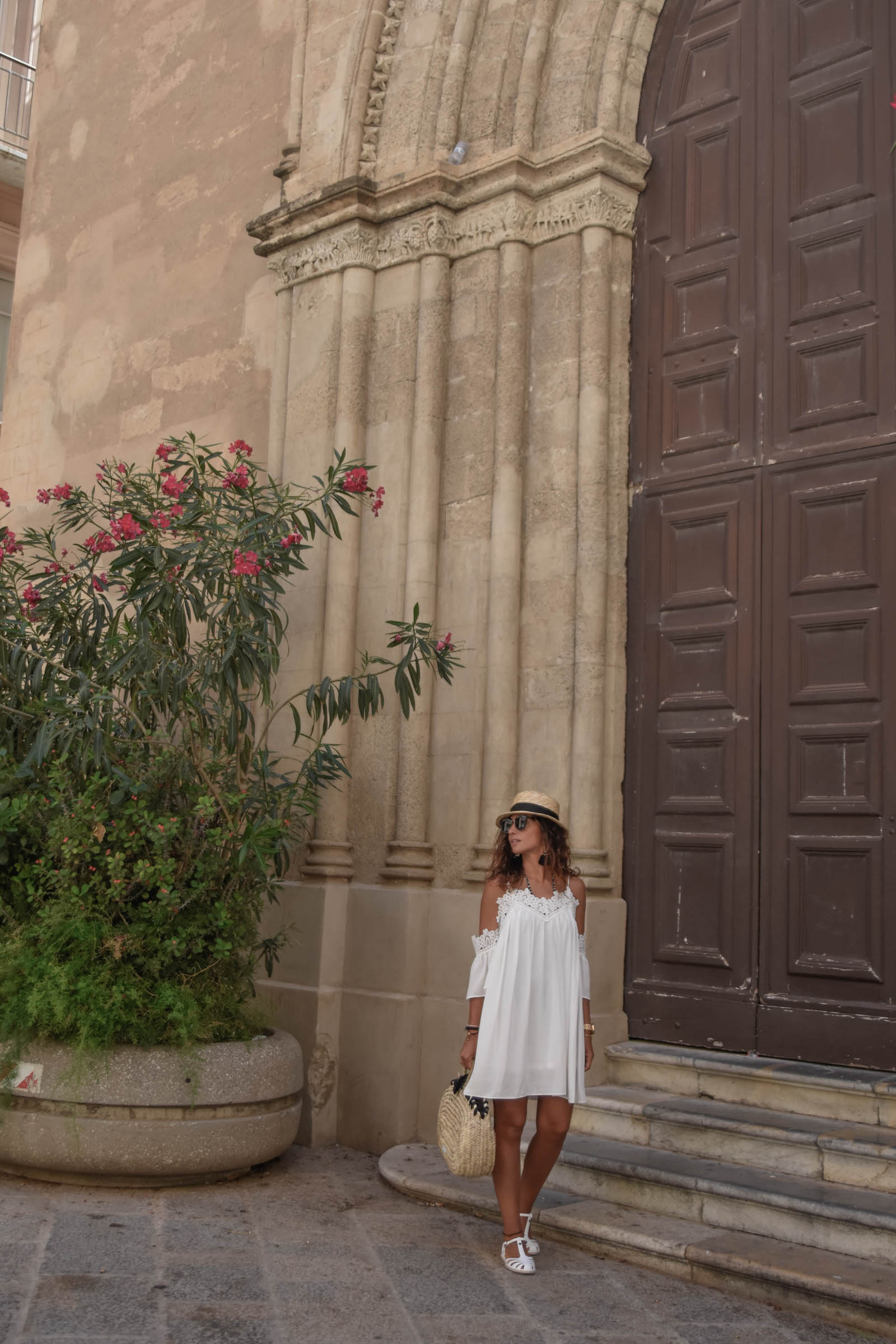 el-blog-de-silvia-rodriguez-lifestyle-travel-blogger-verano-vacaciones-en-trapani-sicilia-sicily-holidays-white-summer-dress