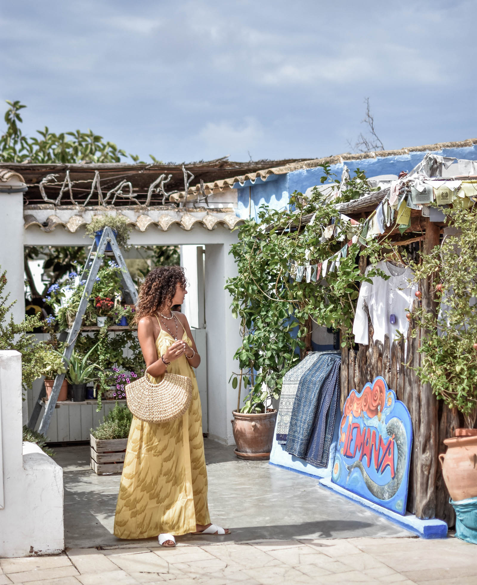 el-blog-de-silvia-rodriguez-street-style-wedding-dress-devota-y-lomba-bulgari-bag-masario-tocado-blogger-boda-otoño-manolo-blahnik