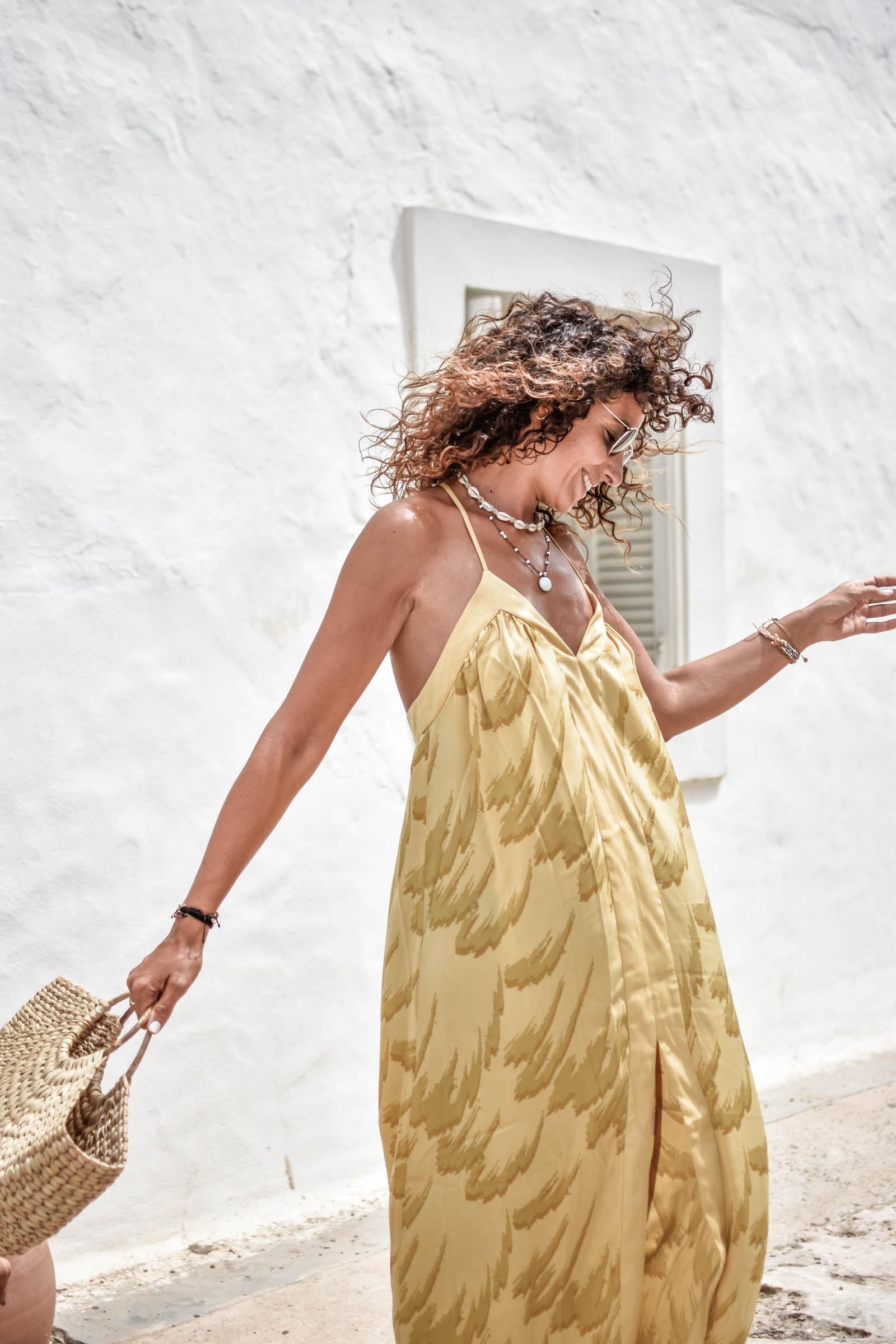 el-blog-de-silvia-rodriguez-lifestyle-travel-blogger-verano-vacaciones-en-Formentera-donde-comer-revolve-maxi-dress-holidays