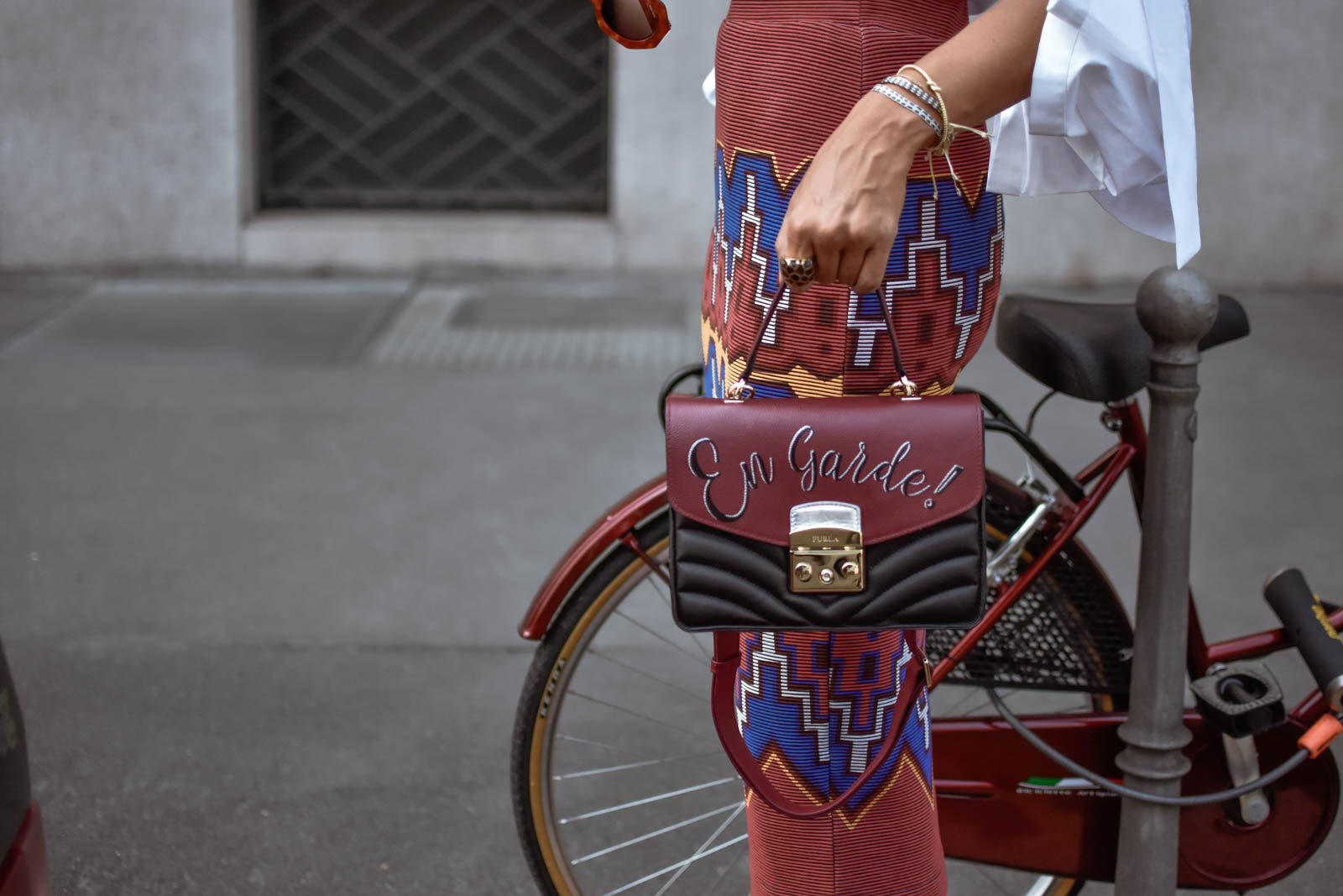 el-blog-de-silvia-rodriguez-street-style-mfw-milan-fashion-week-casadei-shoes-furla-bag-blouse-maria-elena-villamil-look-blogger