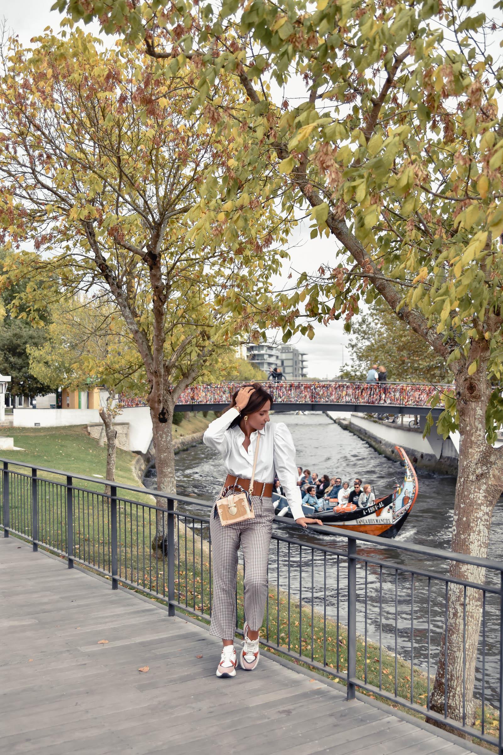el-blog-de-silvia-rodriguez-street-style-travel-portugal-aveiro-abrigo-lila-blogger-influencer