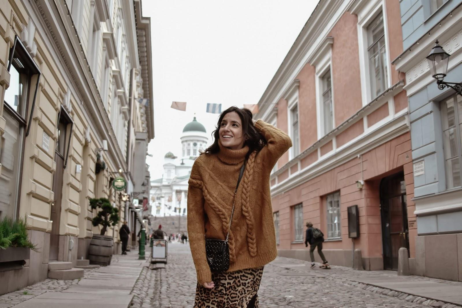 el-blog-de-silvia-rodriguez-lifestyle-travel-finlandia-helsinki-leopard-skirt-blogger-influencer