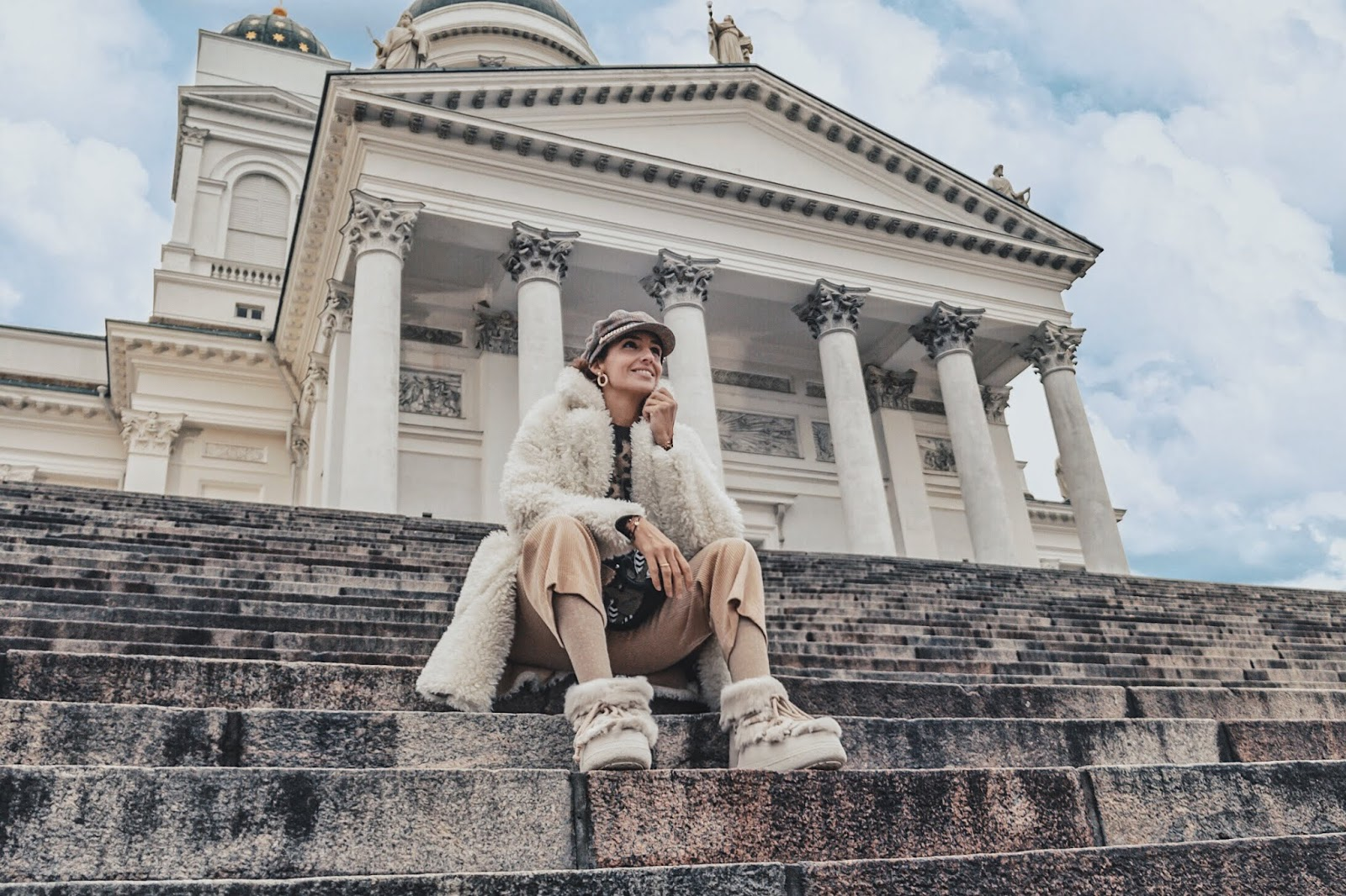 el-blog-de-silvia-rodriguez-lifestyle-travel-finlandia-my-helsinki-pantalones-pana-jersey-leopardo-hm-inuikii-blogger-influencer