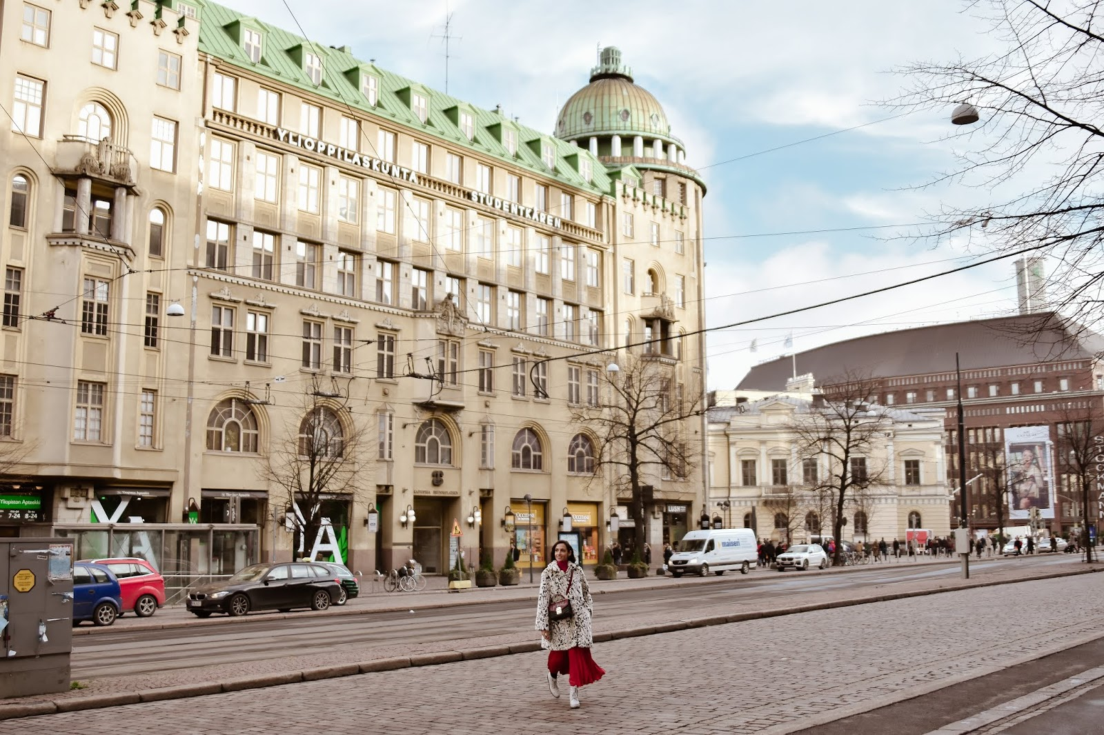 el-blog-de-silvia-rodriguez-lifestyle-travel-finlandia-my-helsinki-residence-total-red-hm-yacare-blogger-influencer