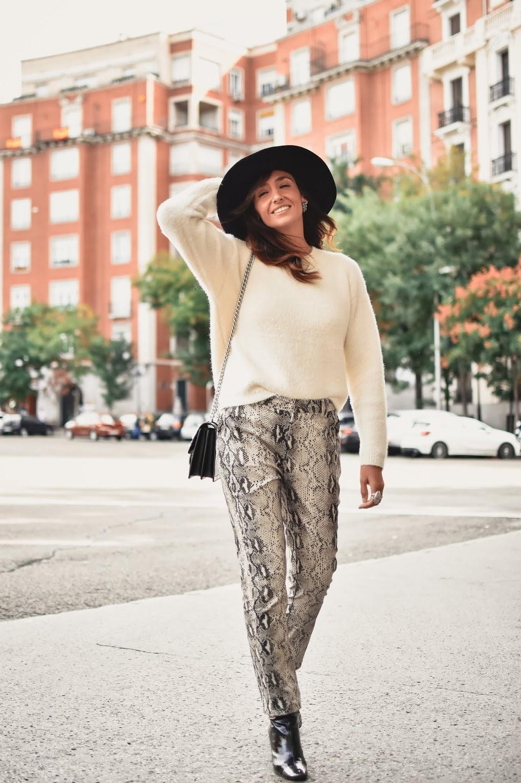 el-blog-de-silvia-rodriguez-street-style-madrid-total-look-loavies-pantalones-serpiente-blogger-influencer