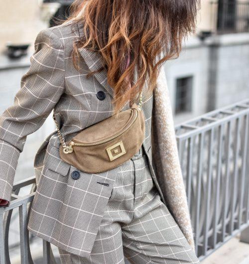 el-blog-de-silvia-tartan-suit-traje-de-cuadros-botas-pikolino-look-invierno-madrid-riñonera (3)