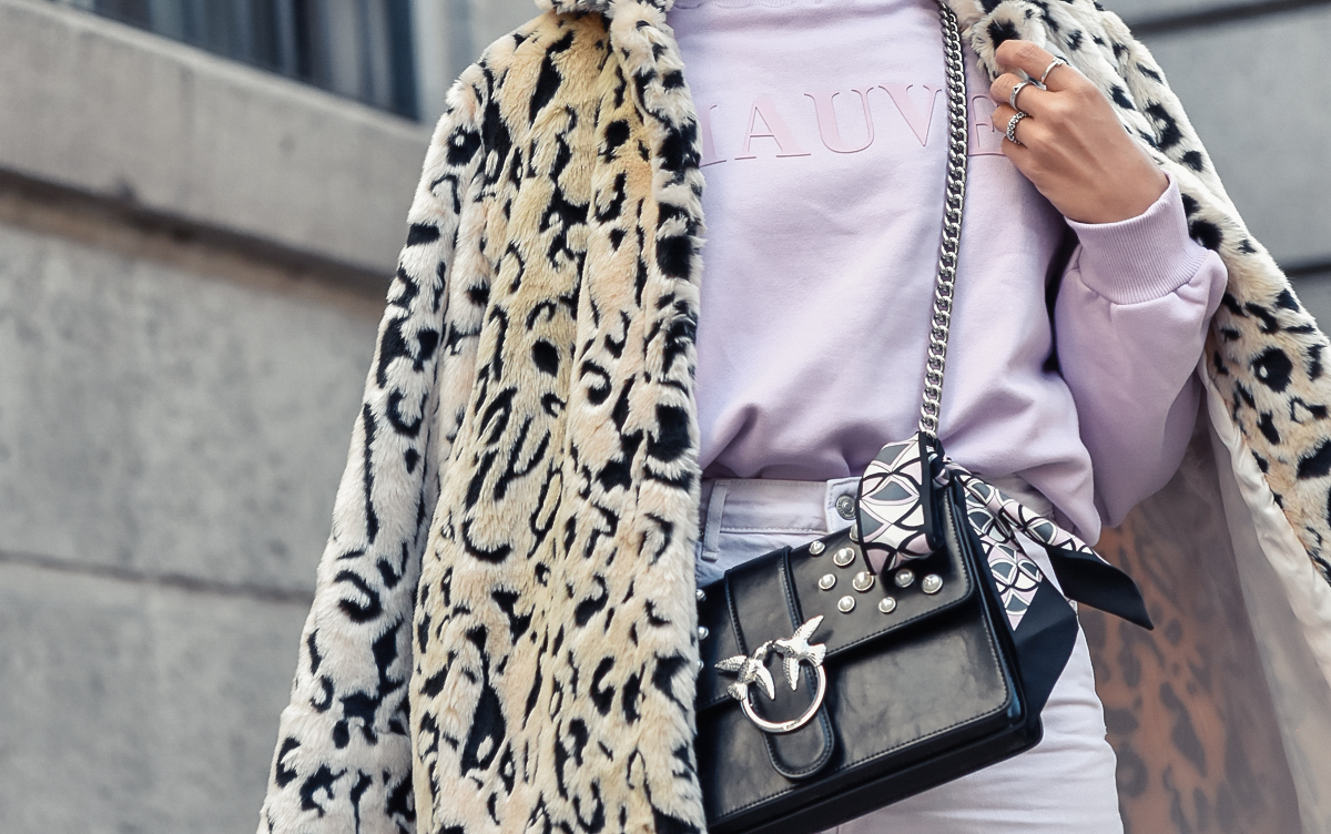 el_blog_de_silvia_look-of-the-day-total-look-lila-animal-print-ugly-sneakers_fashion_blogger_bolso_Pinko