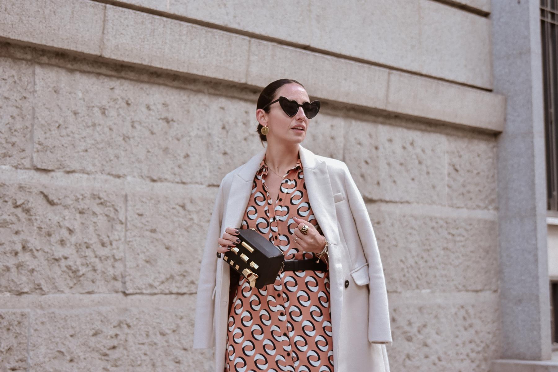 el-blog-de-silvia-look-femenino-vestido-midi-estampado-geometrico
