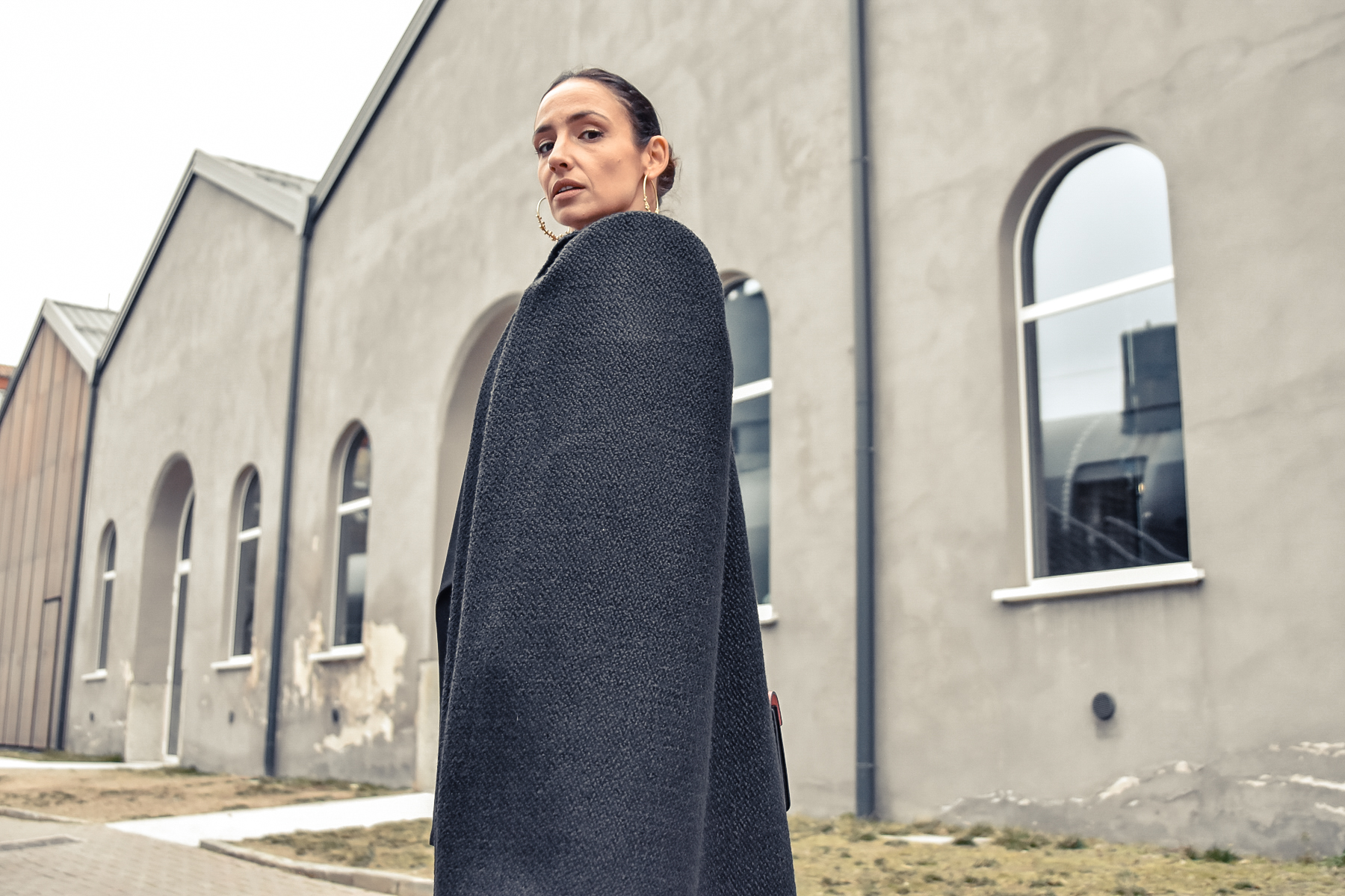 el-blog-de-silvia-fashion-blogger-street-style-mfw-abrigo-negro-06