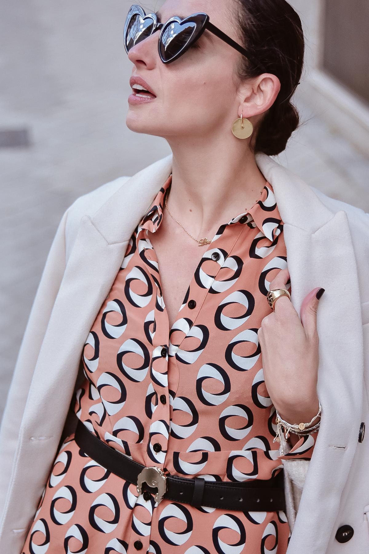 el-blog-de-silvia-look-femenino-vestido-midi-estampado-geometrico-02