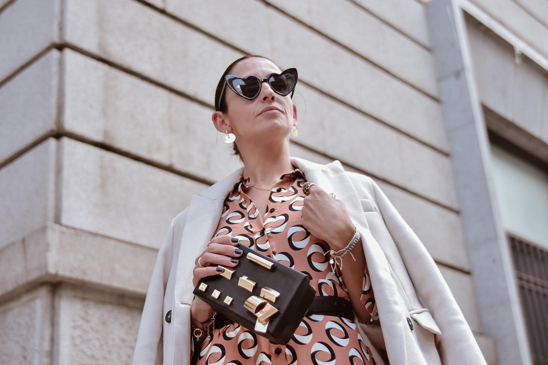 el-blog-de-silvia-look-femenino-vestido-midi-estampado-geometrico-04