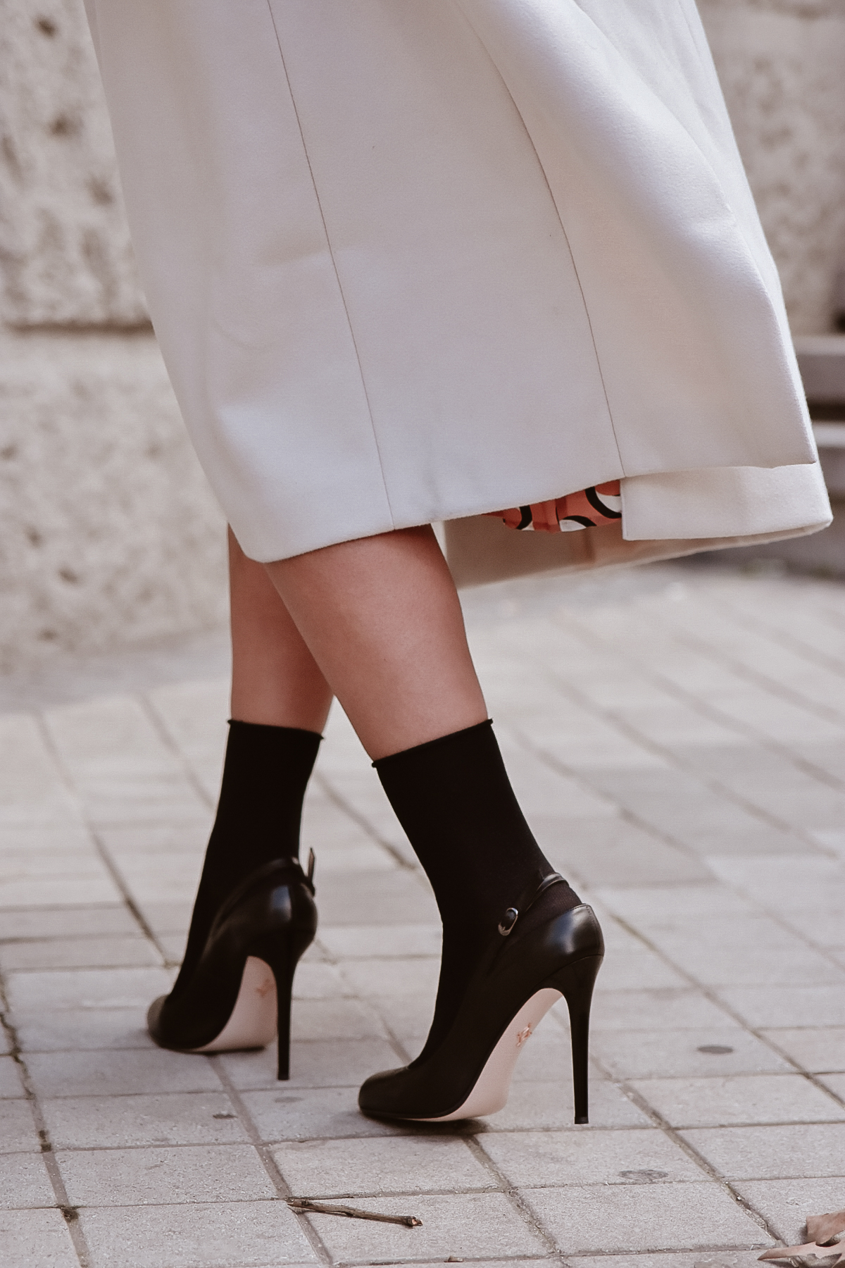 el-blog-de-silvia-look-femenino-vestido-midi-estampado-geometrico-06