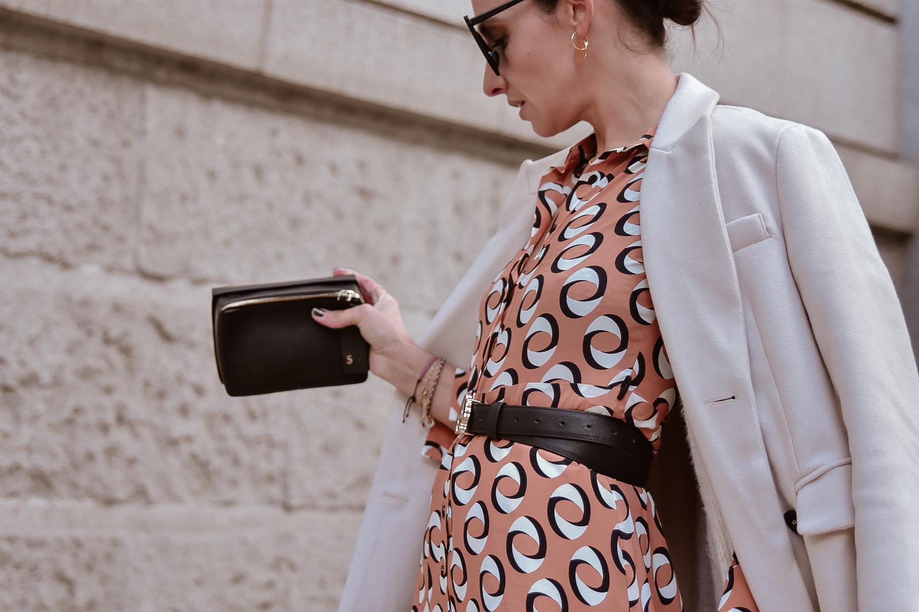 el-blog-de-silvia-look-femenino-vestido-midi-estampado-geometrico-07