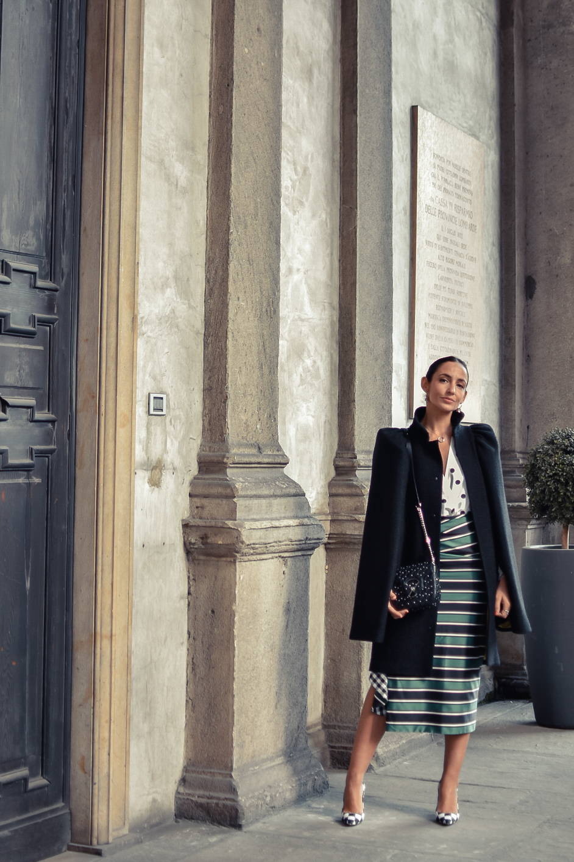 el-blog-de-silvia-mfw-milan-fashion-week-street-style-falda-rayas-manolo-blahnik-01
