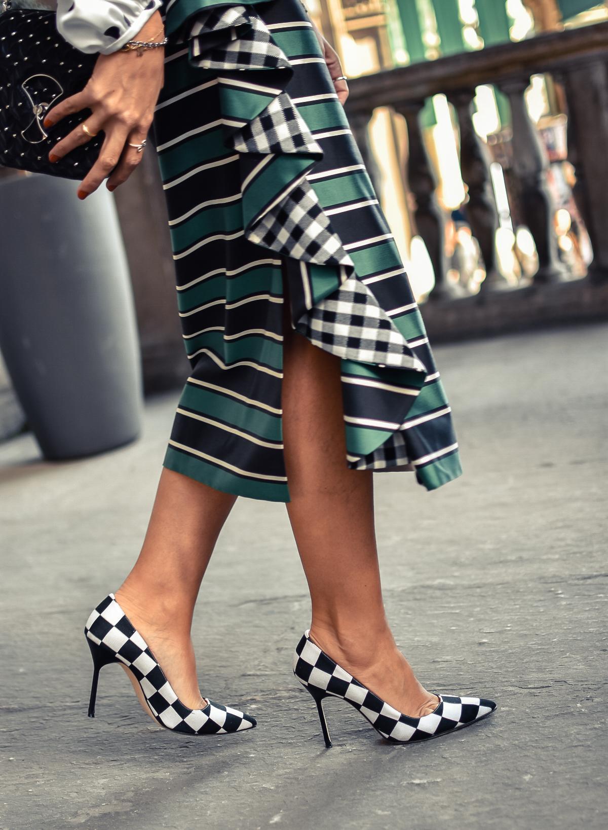 el-blog-de-silvia-mfw-milan-fashion-week-street-style-falda-rayas-manolo-blahnik-02