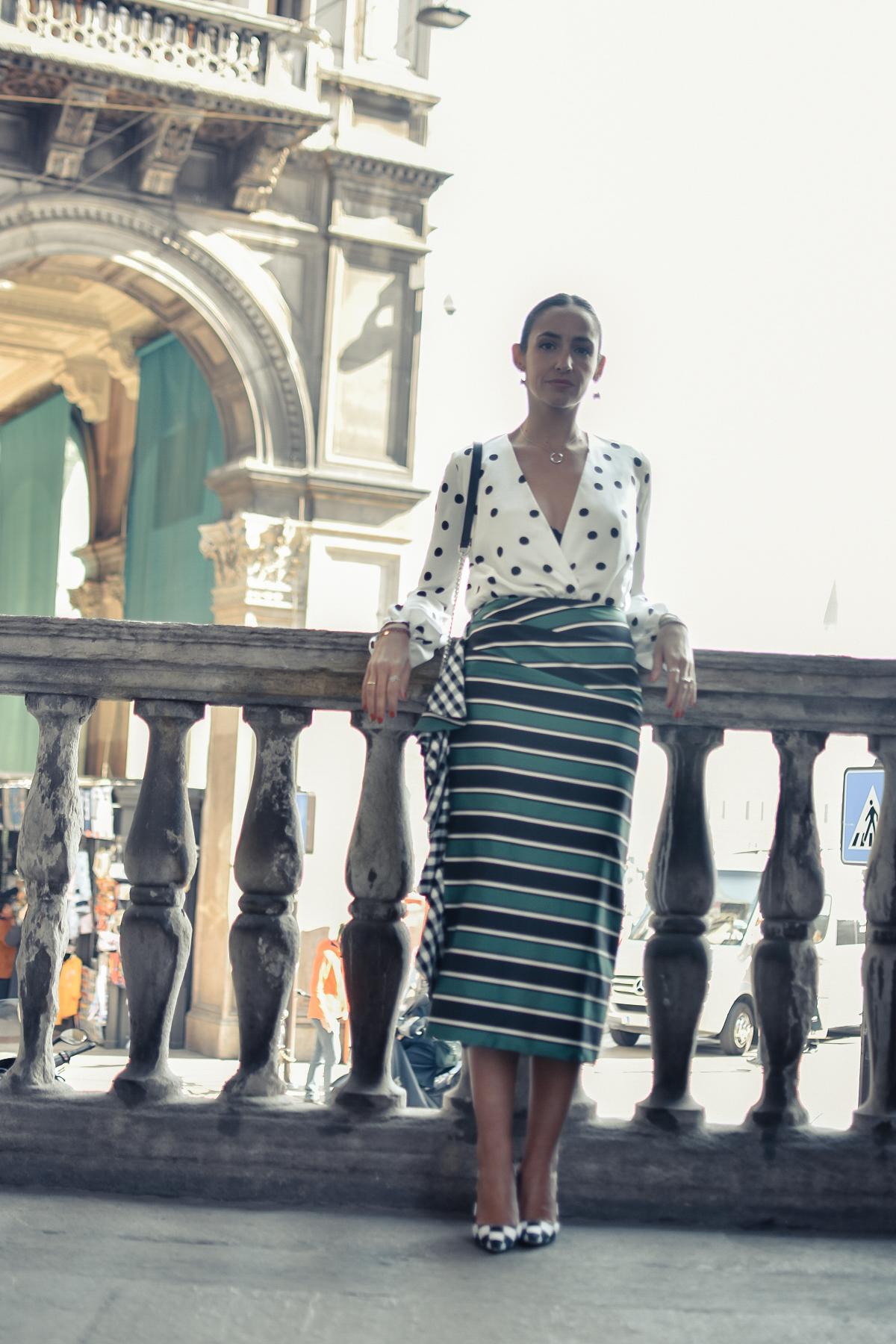 el-blog-de-silvia-mfw-milan-fashion-week-street-style-falda-rayas-manolo-blahnik-03