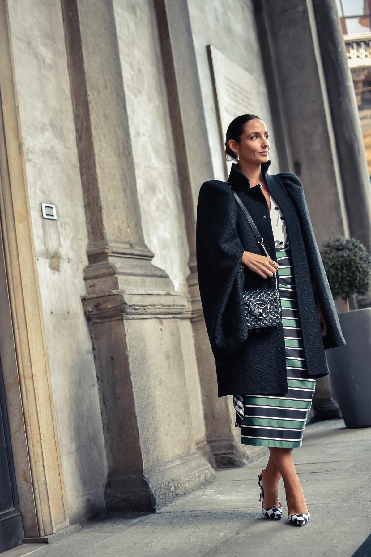 el-blog-de-silvia-mfw-milan-fashion-week-street-style-falda-rayas-manolo-blahnik-04