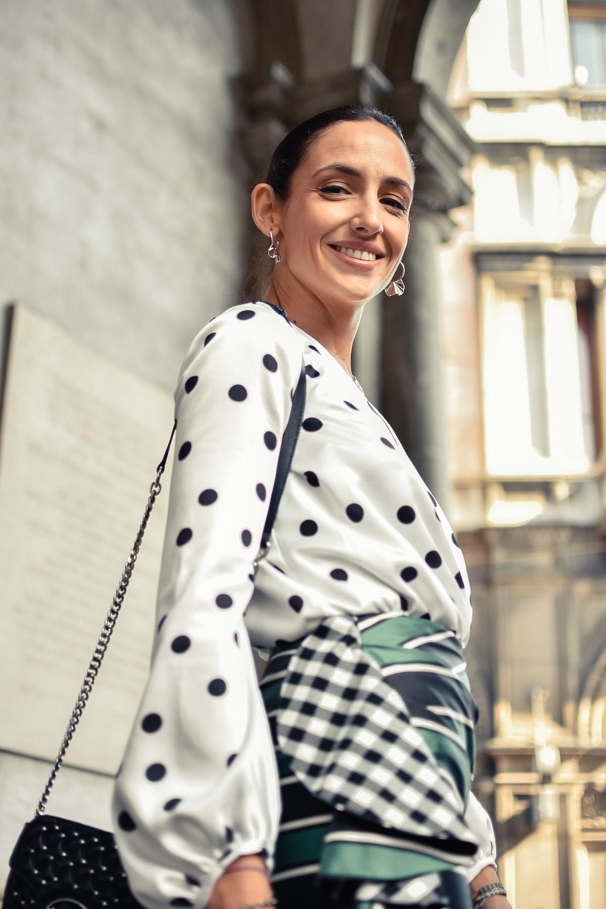 el-blog-de-silvia-mfw-milan-fashion-week-street-style-falda-rayas-manolo-blahnik-05