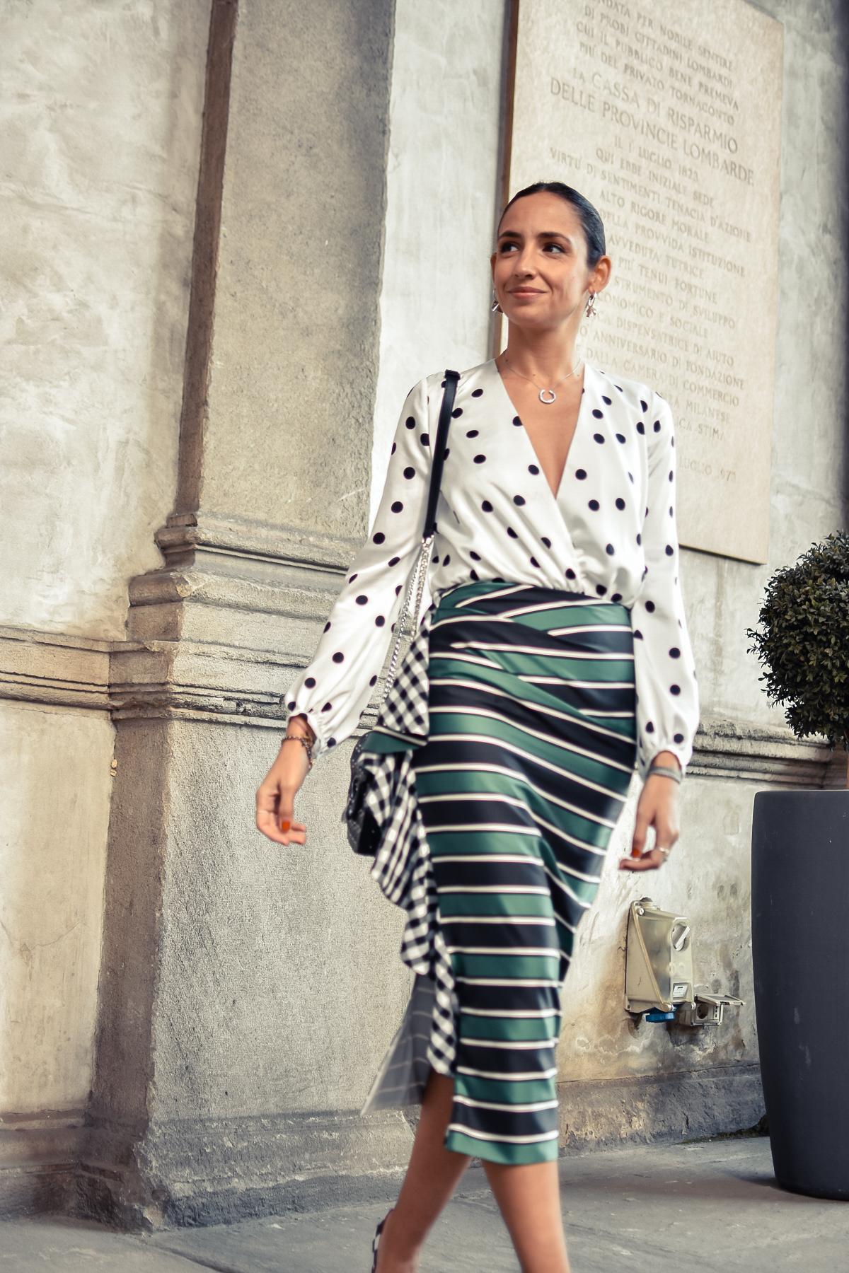 el-blog-de-silvia-mfw-milan-fashion-week-street-style-falda-rayas-manolo-blahnik-09
