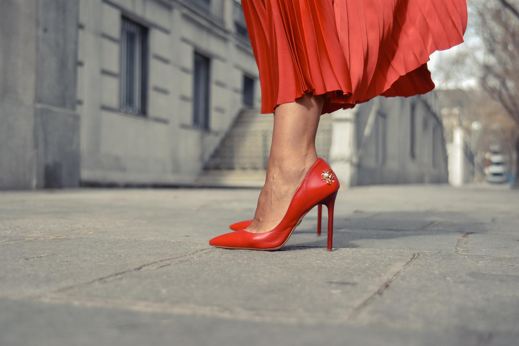 el-blog-de-silvia-total-look-rojo-falda-plisada-08