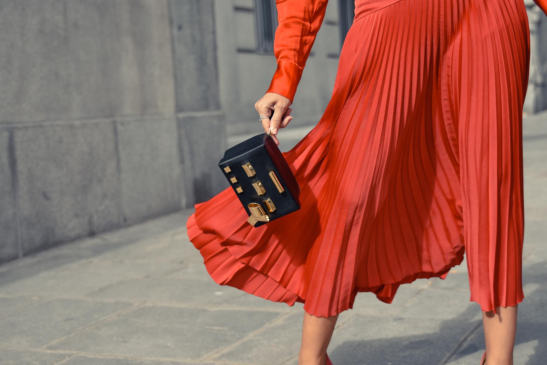 el-blog-de-silvia-total-look-rojo-falda-plisada-09