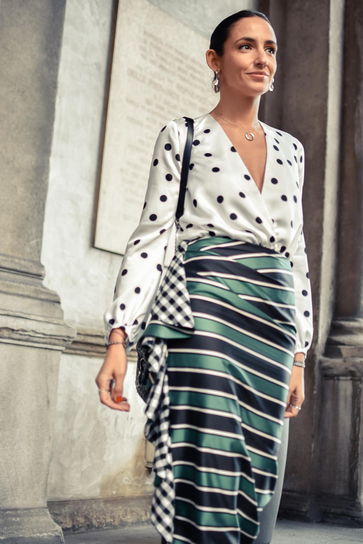 portael-blog-de-silvia-mfw-milan-fashion-week-street-style-falda-rayas-manolo-blahnik