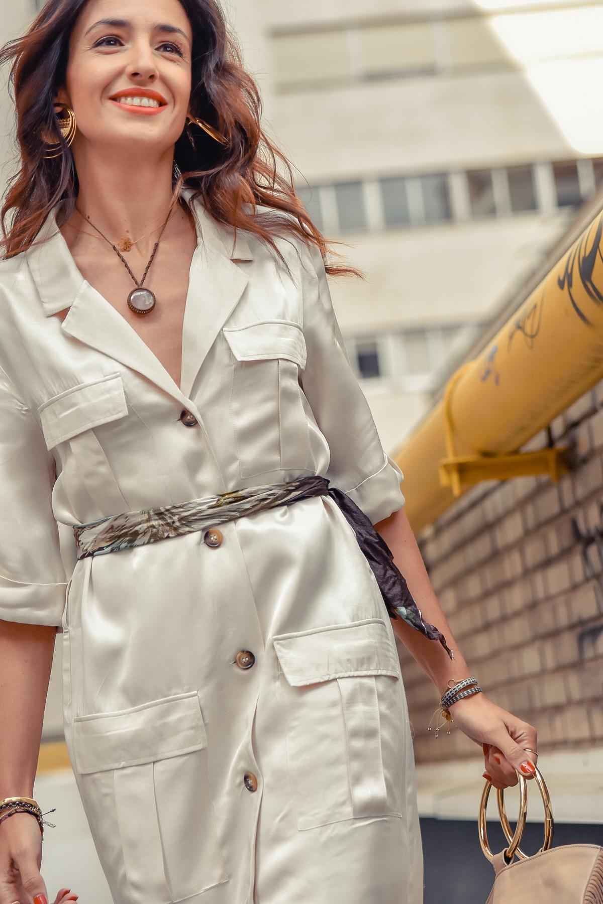 el-blog-de-silvia-look-safari-vestido-beige-botines-animal-print-08