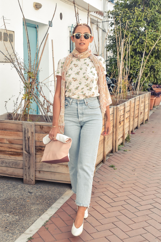 el-blog-de-silvia-look-verano-jeans-levis-camiseta-flores-01