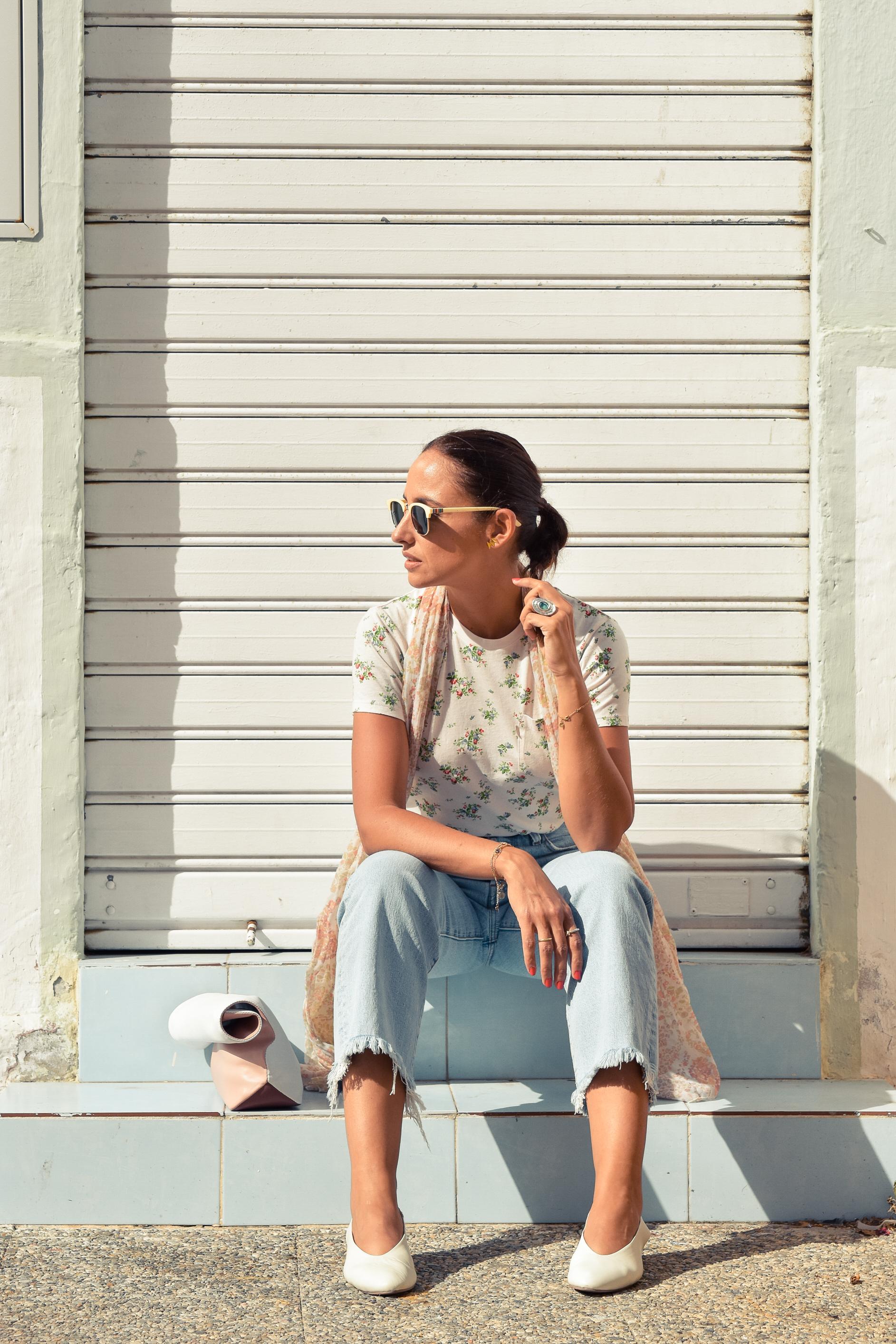 el-blog-de-silvia-look-verano-jeans-levis-camiseta-flores-02