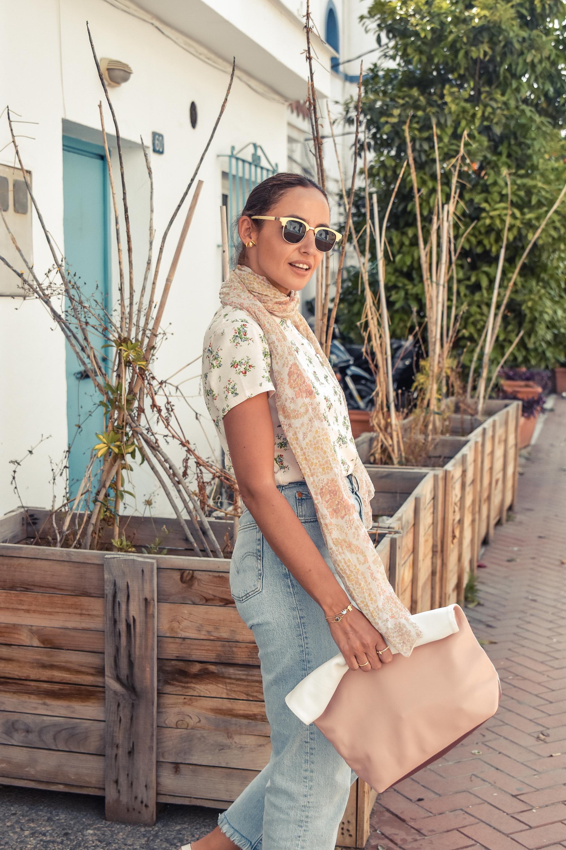 el-blog-de-silvia-look-verano-jeans-levis-camiseta-flores-04