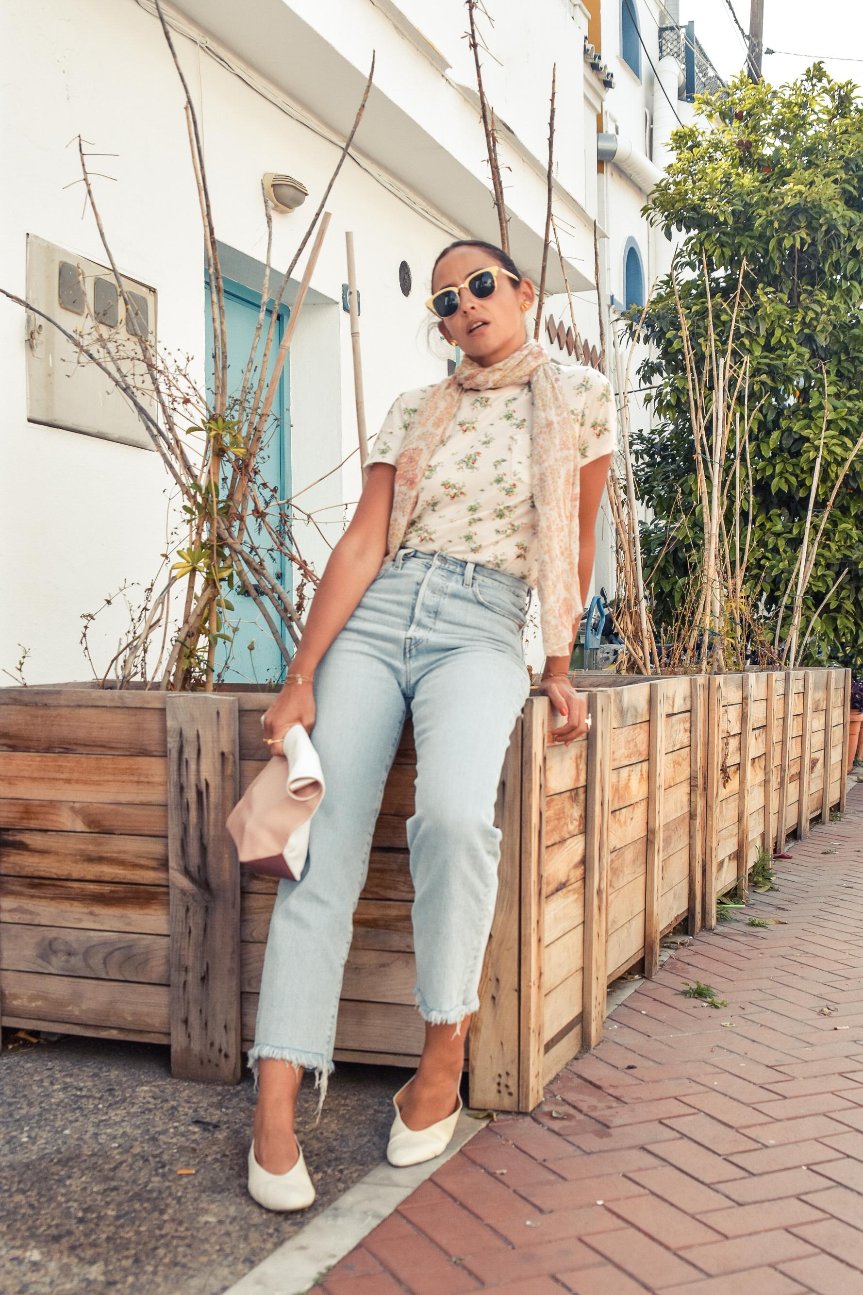 el-blog-de-silvia-look-verano-jeans-levis-camiseta-flores-06