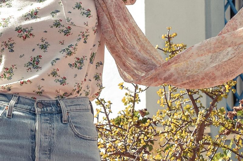el-blog-de-silvia-look-verano-jeans-levis-camiseta-flores-07