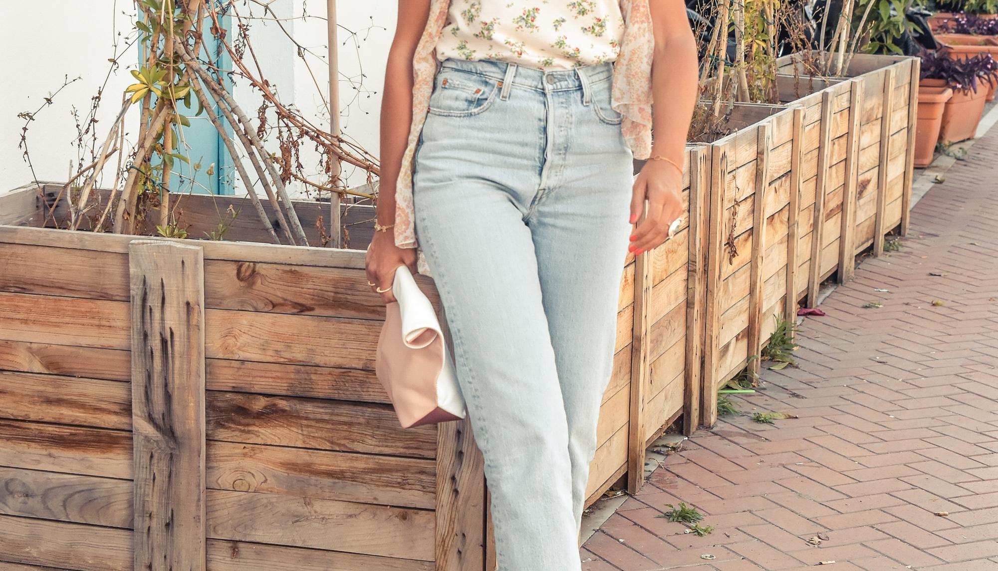 el-blog-de-silvia-look-verano-jeans-levis-camiseta-flores-09