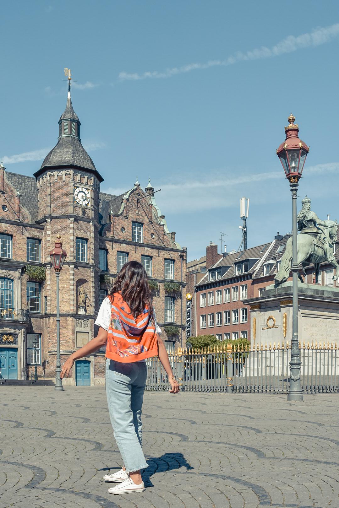 el-blog-de-silvia-viajar-dusseldorf-jersey-geometrico-jeans-levis-04