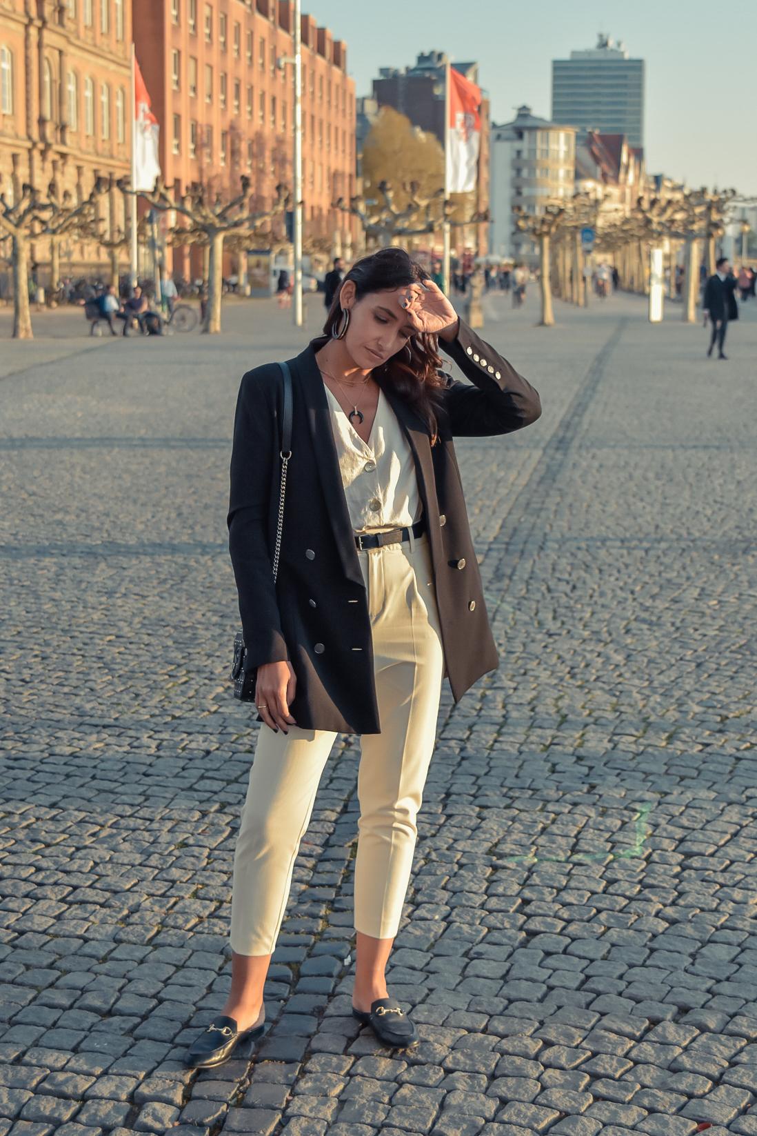 el-blog-de-silvia-viajar-dusseldorf-pantalones-beige-blazer-negra-01
