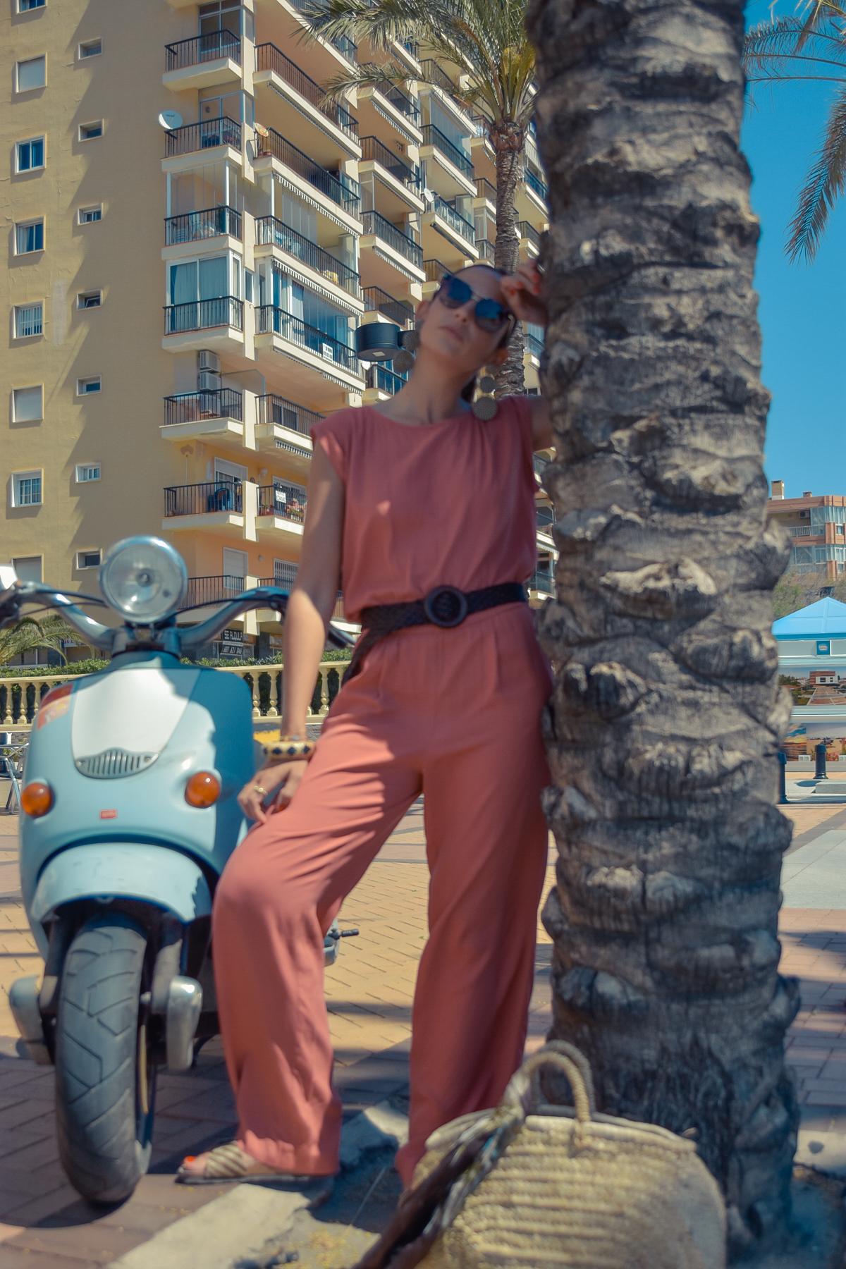 el-blog-de-silvia-viaje-marbella-mono-largo-coral-09