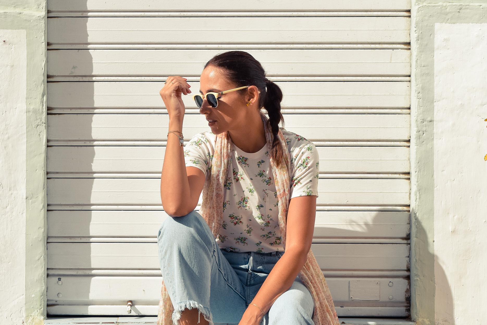 el-blog-de-silvia-look-verano-jeans-levis-camiseta-flores