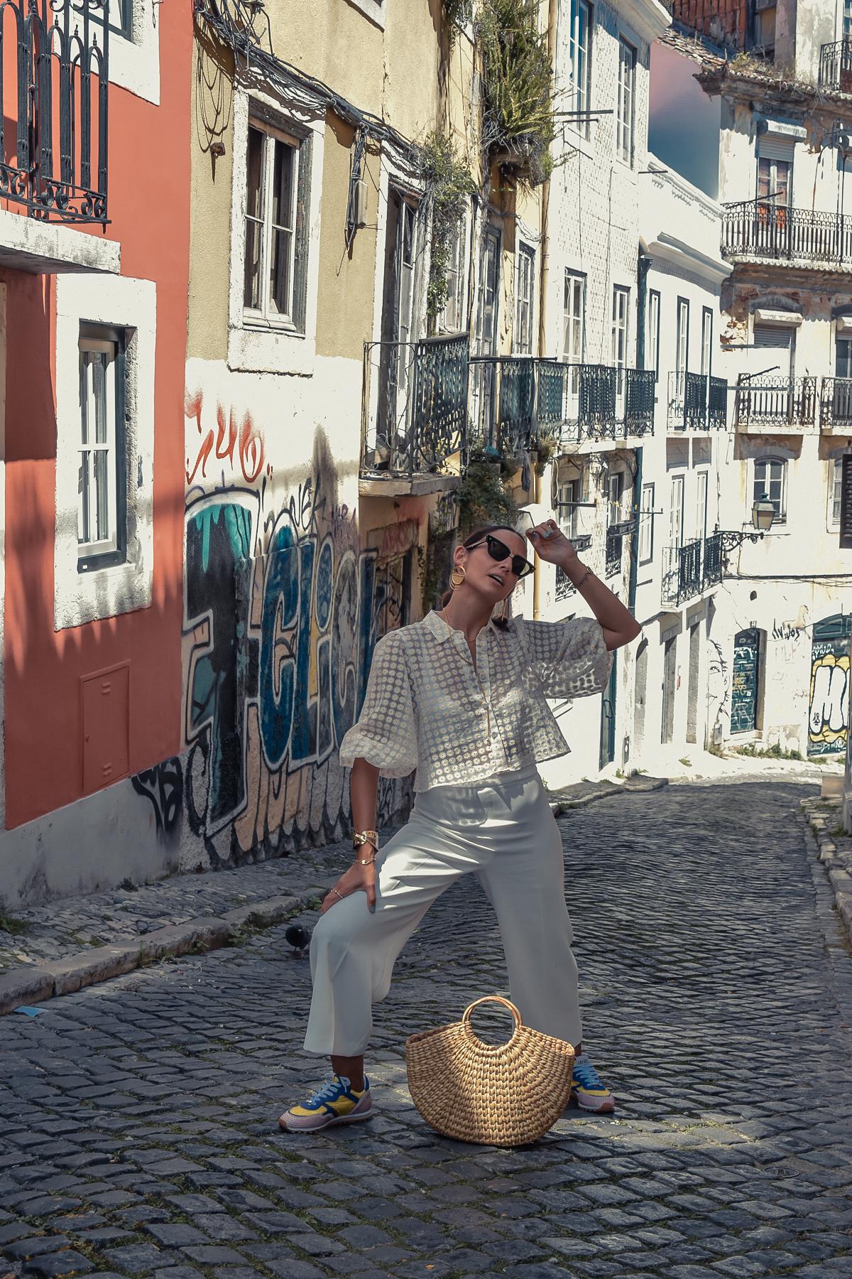 12_elblogdesilvia-viajar-a-lisboa-total-look-blanco