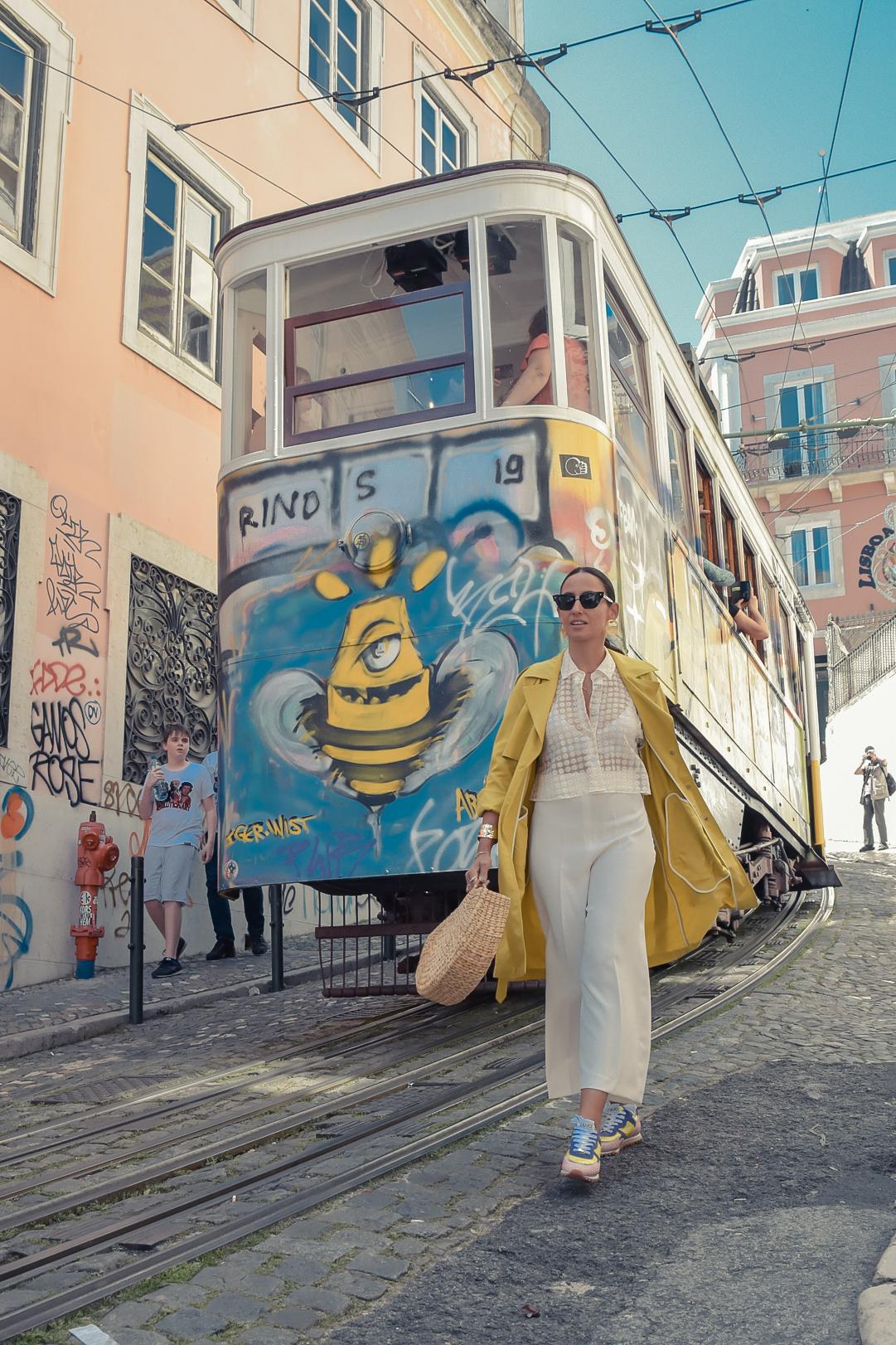 2_elblogdesilvia-viajar-a-lisboa-total-look-blanco