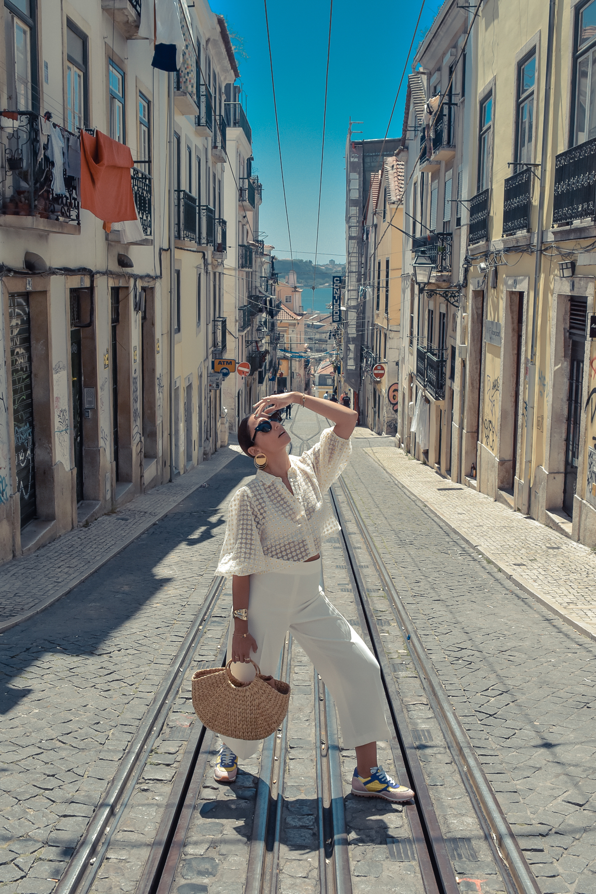 7_elblogdesilvia-viajar-a-lisboa-total-look-blanco