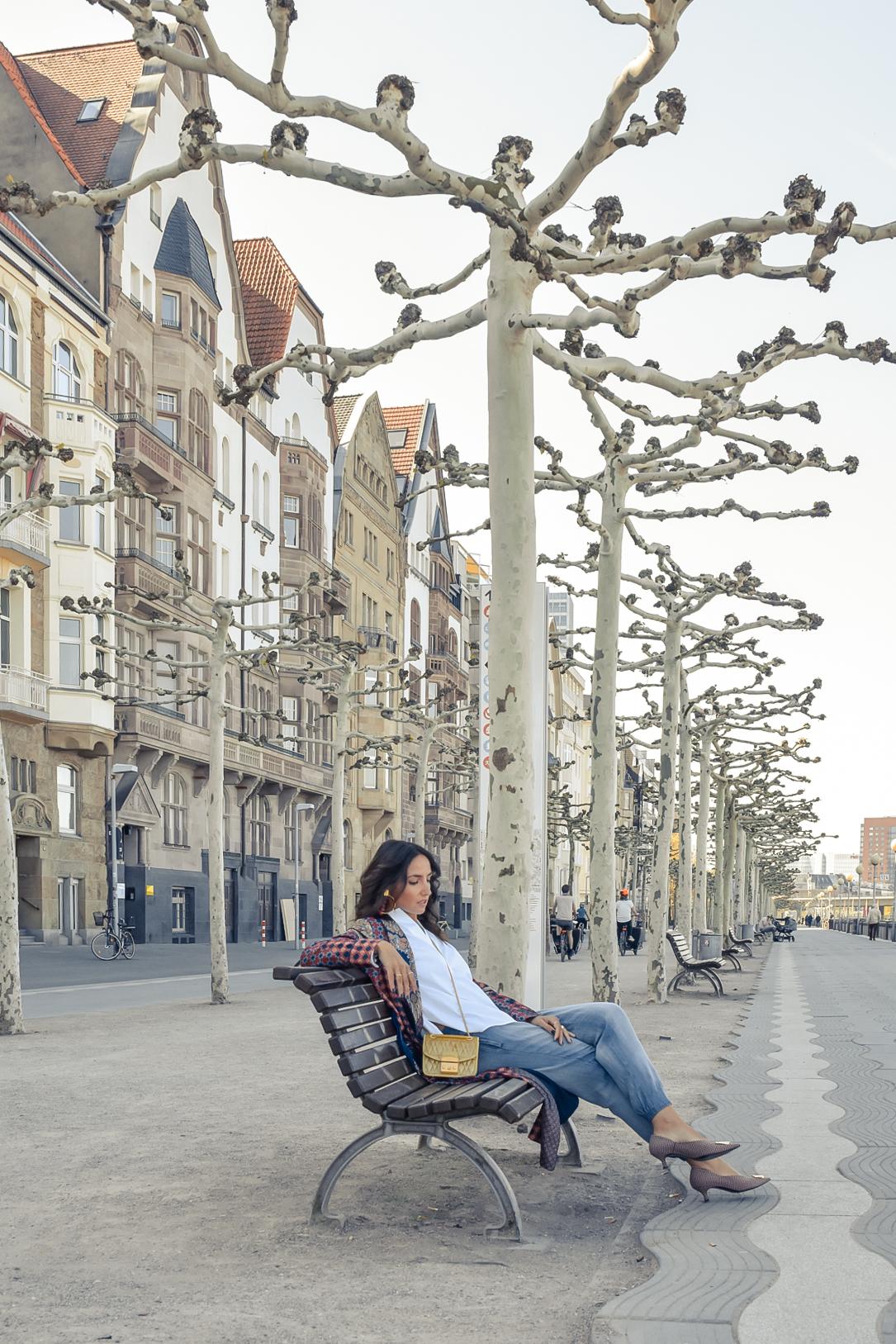 el-blog-de-silvia-viajar-dusseldorf-kimono-largo-estampado-jeans-levis-05