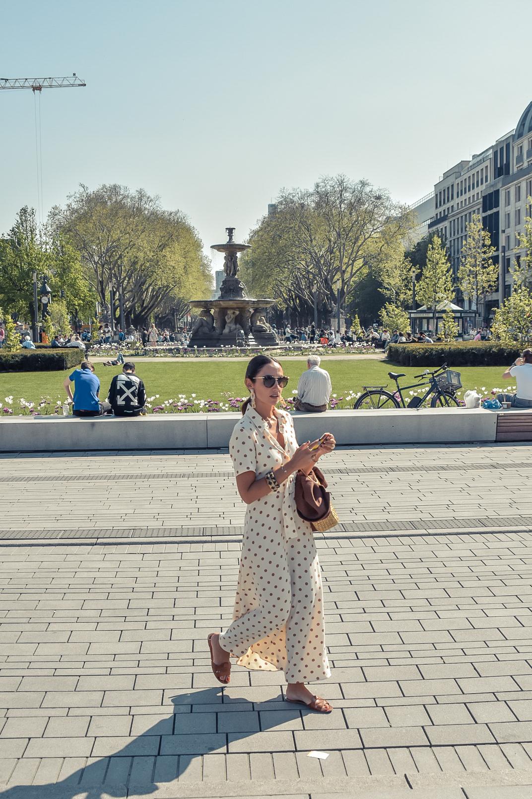 el-blog-de-silvia-viaje-dusseldorf-vestido-largo-lunares-zara-04