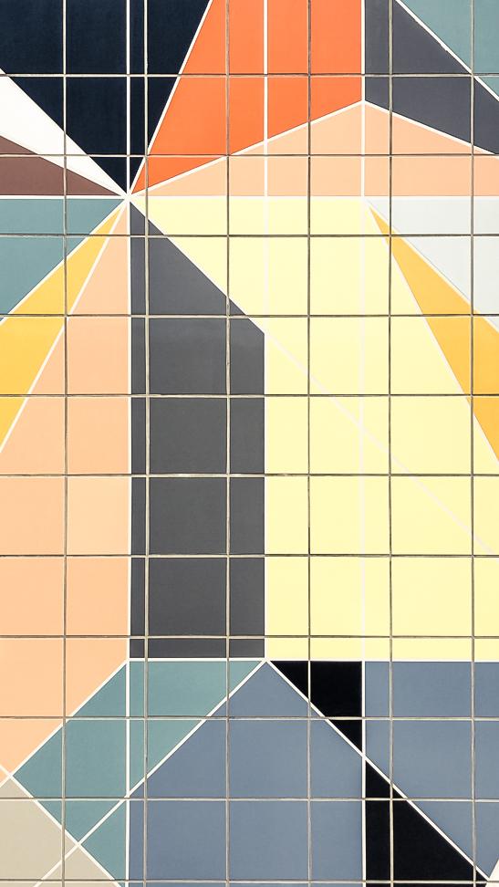 el-blog-de-silvia-visitar-dusseldorf-pared-mosaico-colores-look-pantalon-blusa-beige-10