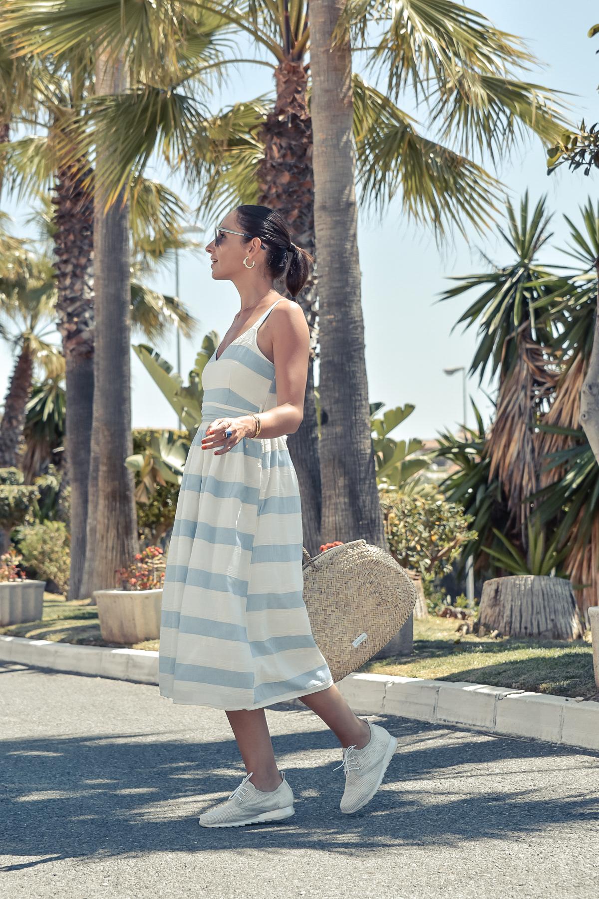 1-el-blog-de-silvia-vestido-rayas-azul-blanco-marbella
