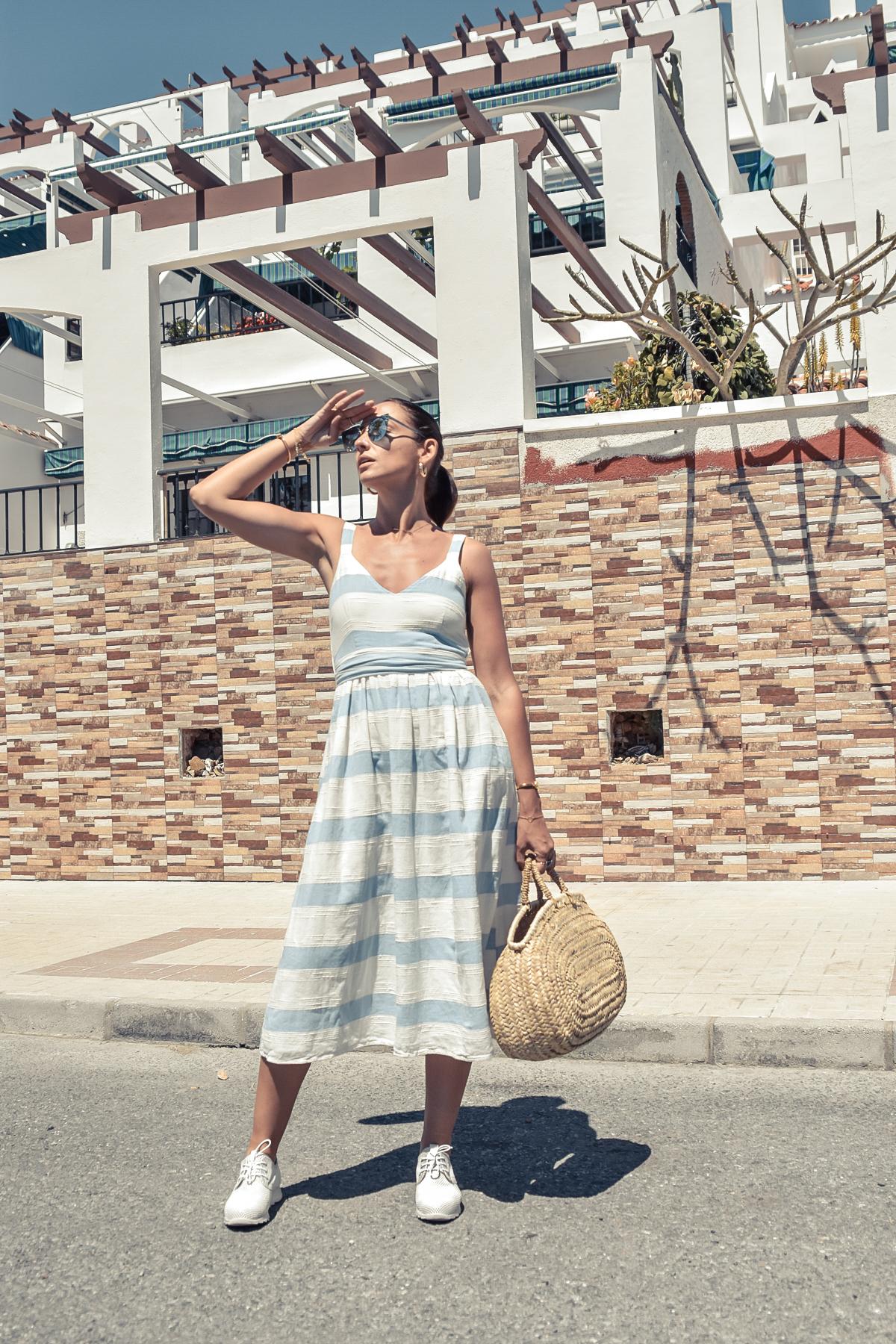 3-el-blog-de-silvia-vestido-rayas-azul-blanco-marbella
