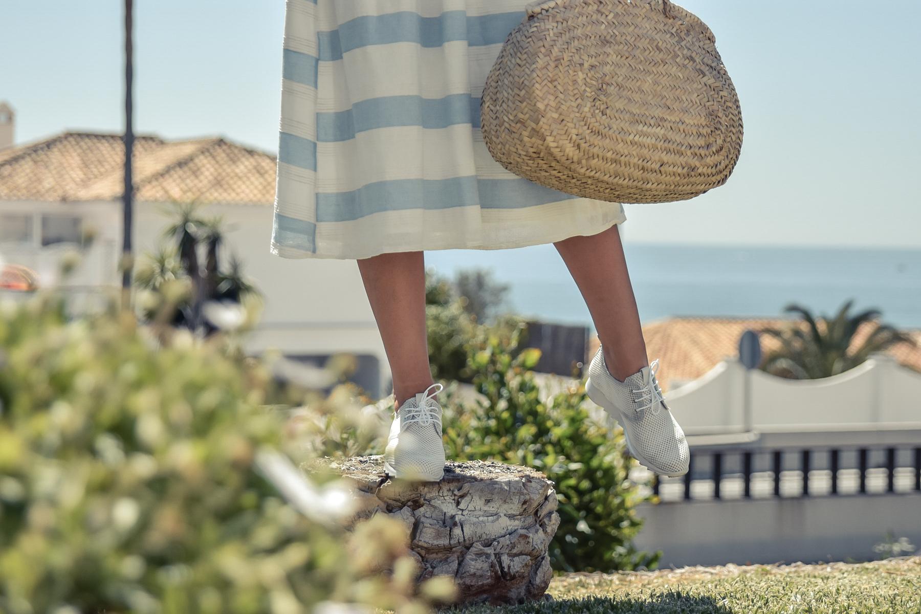 4-el-blog-de-silvia-vestido-rayas-azul-blanco-marbella
