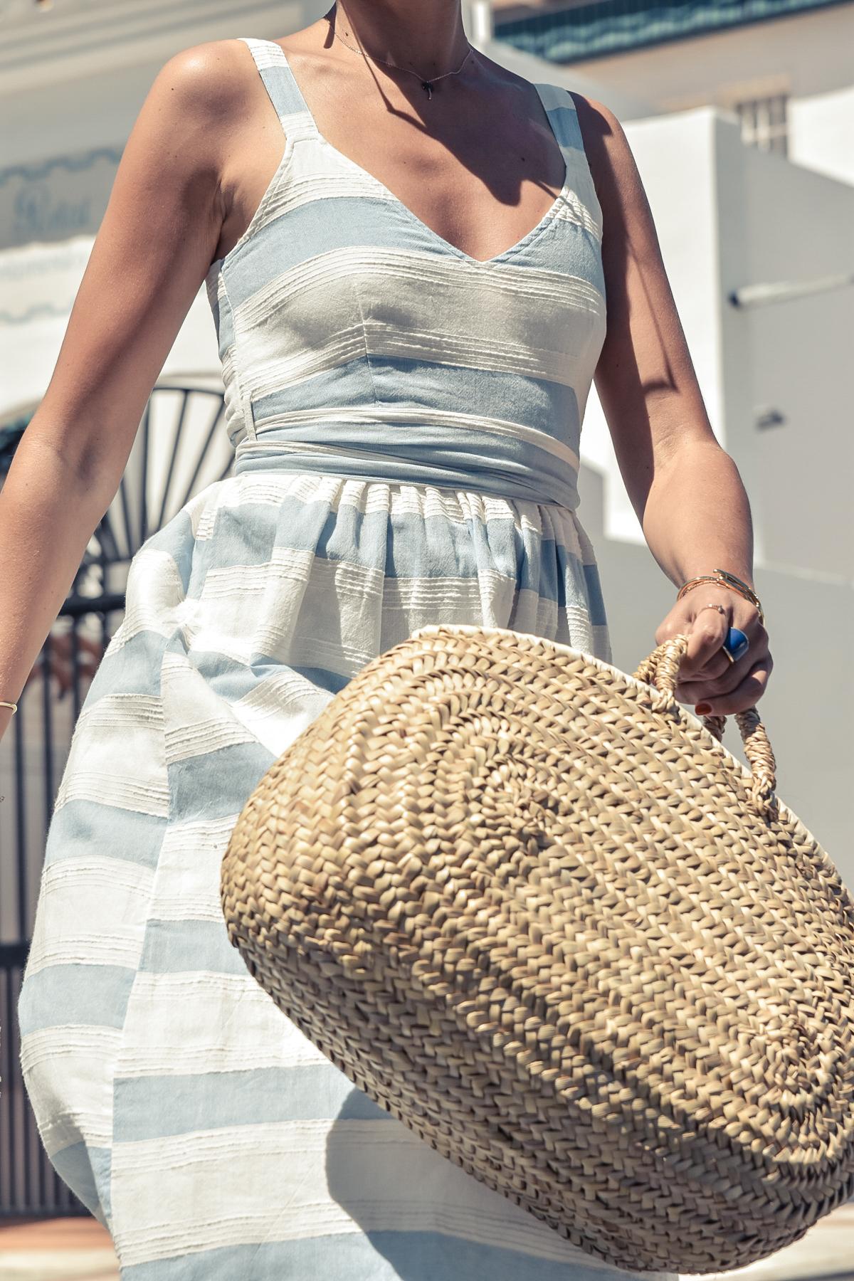 8-el-blog-de-silvia-vestido-rayas-azul-blanco-marbella
