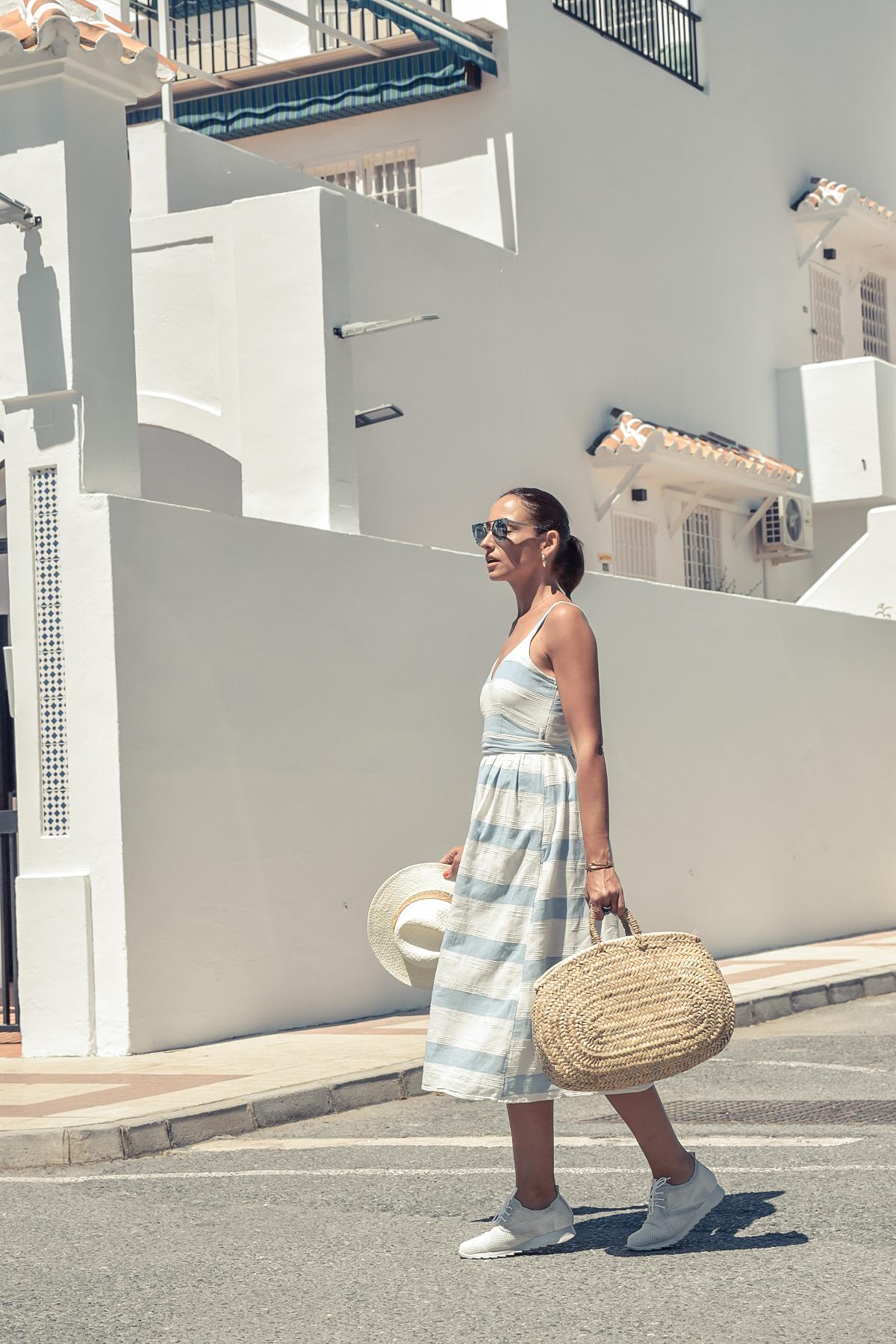 9-el-blog-de-silvia-vestido-rayas-azul-blanco-marbella